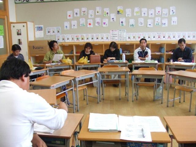小学校の教室で